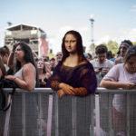 Personajes de famosas pinturas asisten a recitales